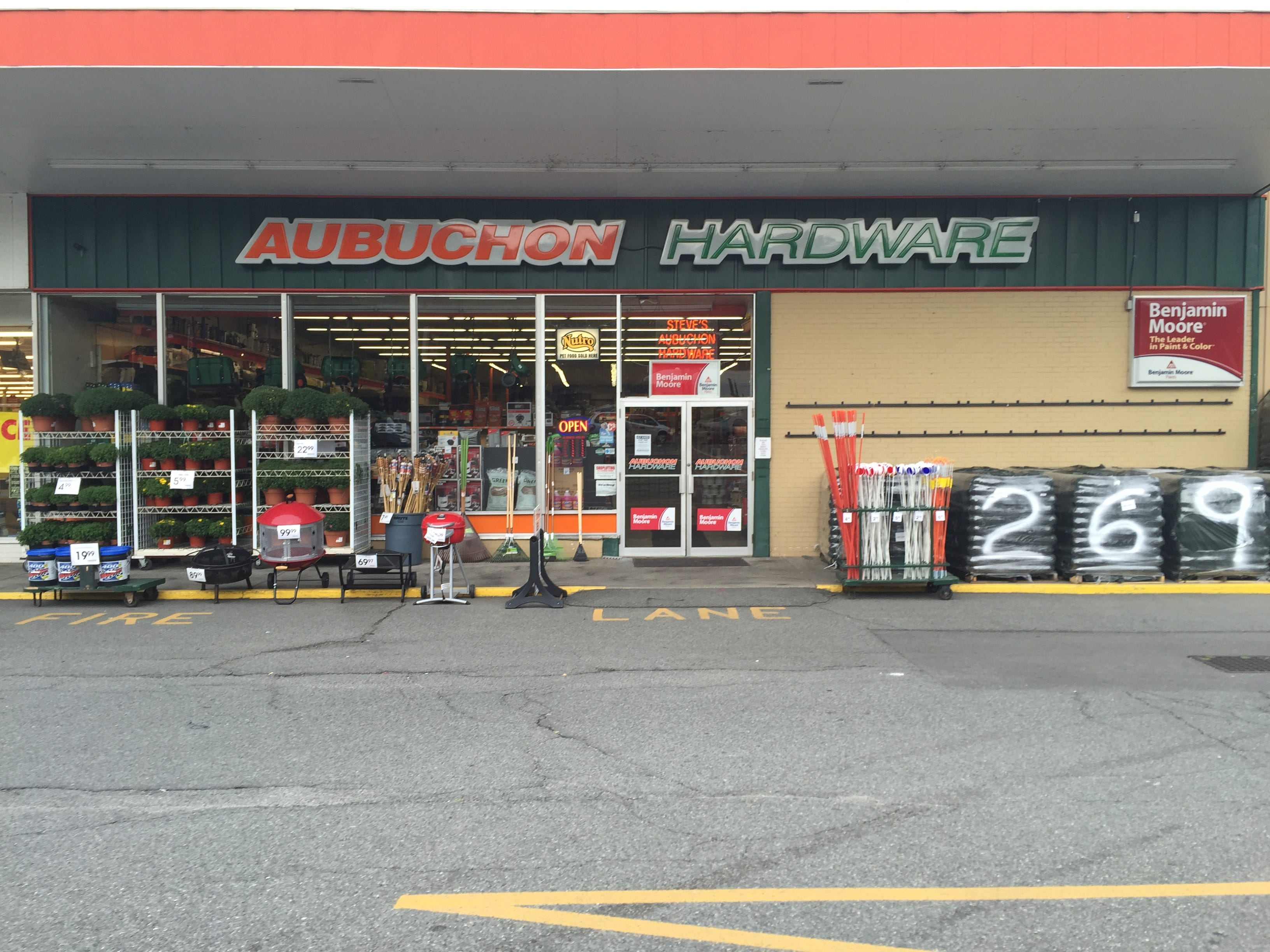 Aubuchon Hardware : 017 Turners Falls, MA