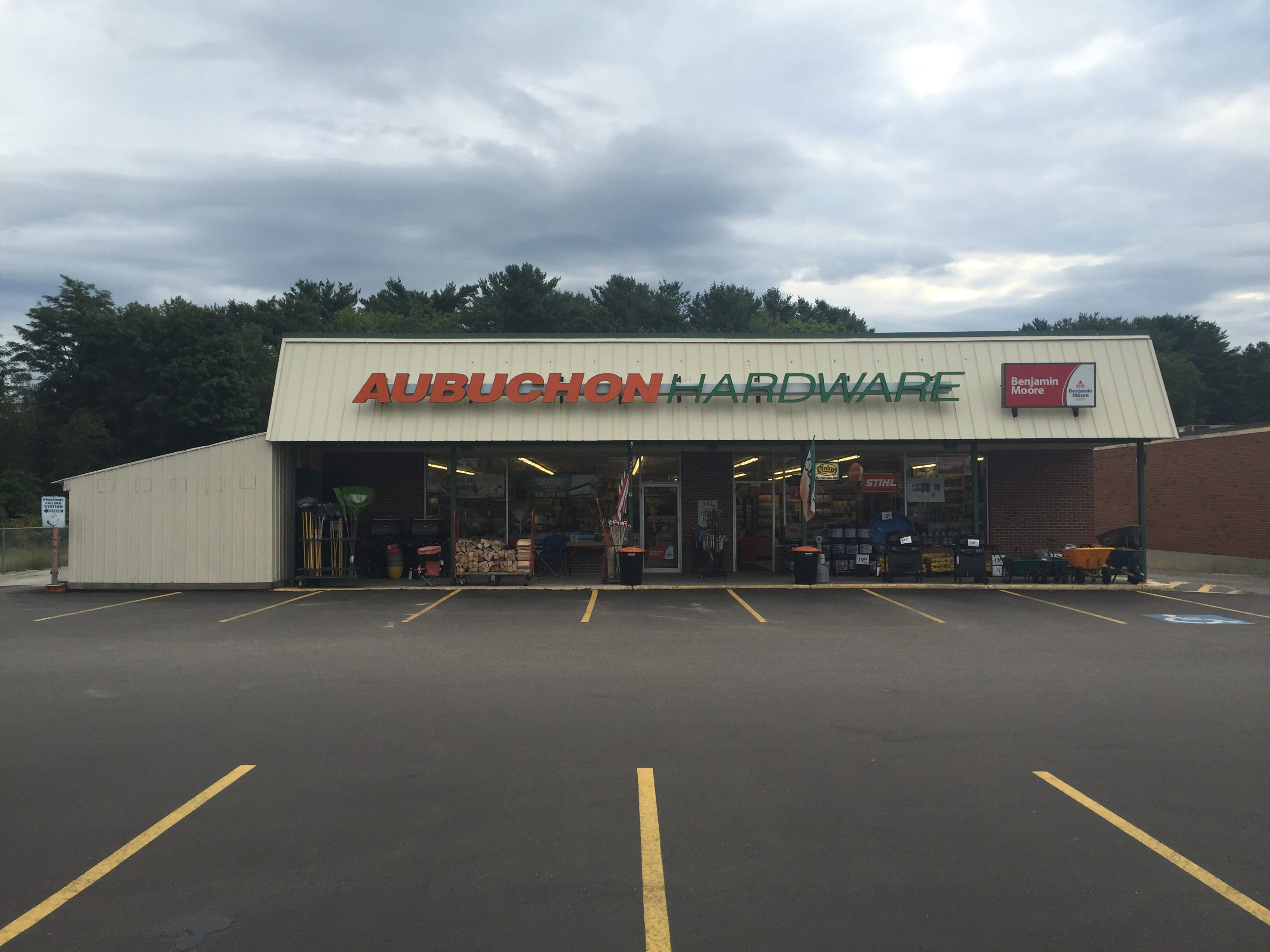 Aubuchon Hardware : 107 North Windham, ME